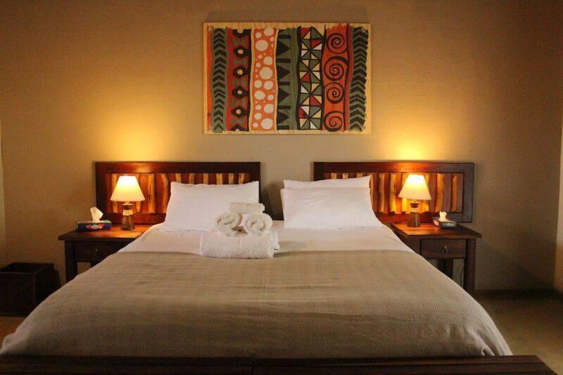 Namibia Etosha Kamanjab Hobatere Lodge Gästezimmer Iwanowskis Reisen - afrika.de