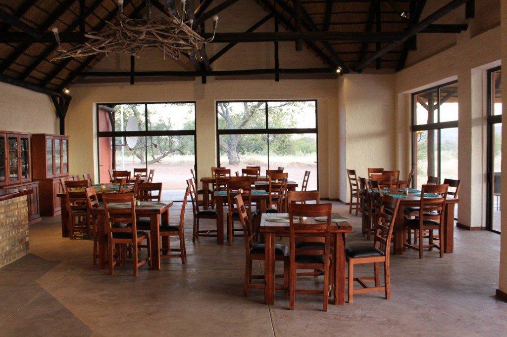 Namibia Etosha Kamanjab Hobatere Lodge Restaurant Iwanowskis Reisen - afrika.de