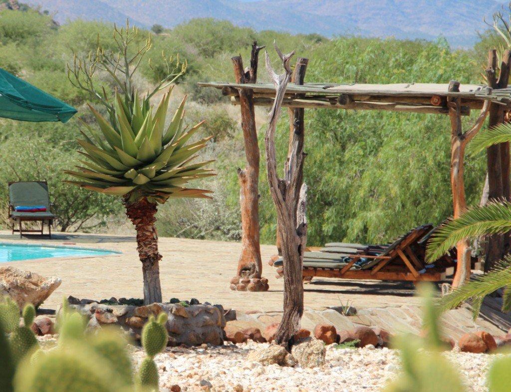 Namibia Erongo Hohenstein Lodge Terrasse mit Pool Iwanowskis Reisen - afrika.de