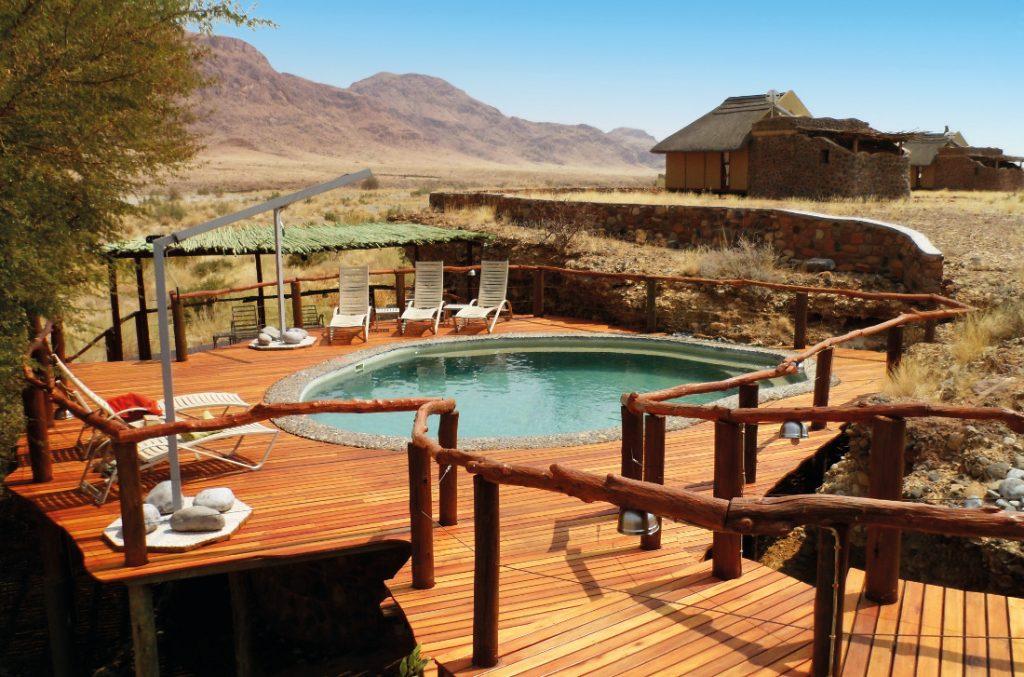 Namibia Sesriem Hoodia Desert Lodge Pool Iwanowskis Reisen - afrika.de