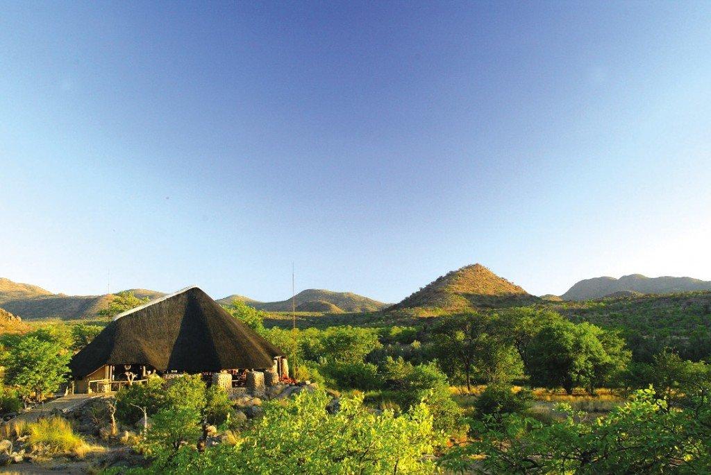 Namibia Damaraland Huab Lodge Haupthaus Iwanowskis Reisen - afrika.de