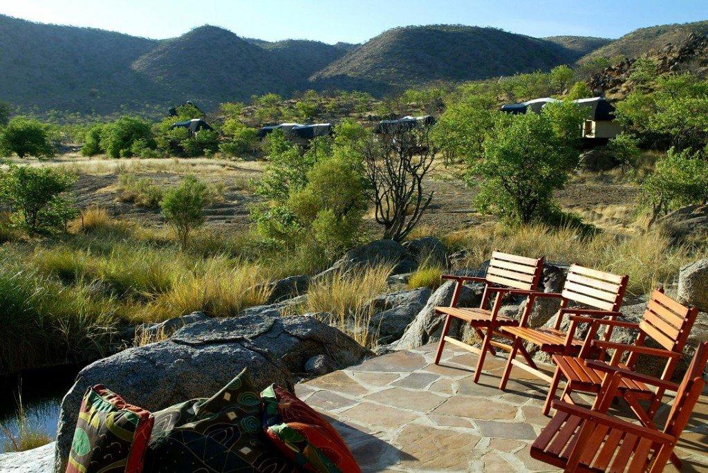 Namibia Damaraland Huab Lodge Terrasse Iwanowskis Reisen - afrika.de