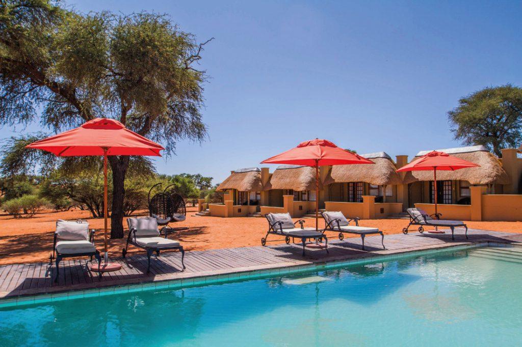 Namibia Mariental Intu Africa Zebra Lodge Pool Iwanowskis Reisen - afrika.de