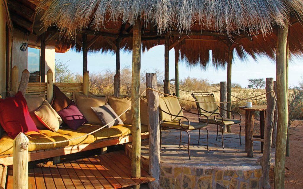 Namibia Mariental Kalahari Red Dunes Lodge Terrasse Iwanowskis Reisen - afrika.de