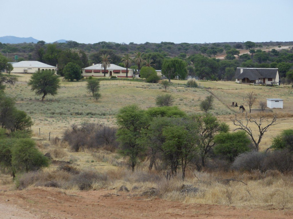 Namibia Kamrav Gästefarm Aussenansicht Iwanowskis Reisen - afrika.de