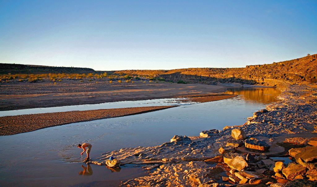 Namibia Fish River Canoyn Klipspringer Wanderung Erfrischung im Fluss Iwanowskis Reisen - afrika.de