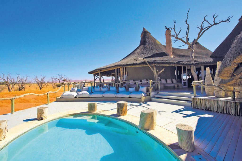 Namibia Sossusvlei Little Kulala Lodge Pool Iwanowskis Reisen - afrika.de