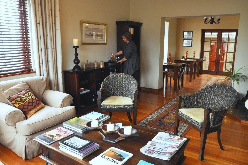 Namibia Swakopmund Meerkat Guesthouse Lounge Iwanowskis Reisen - afrika.de