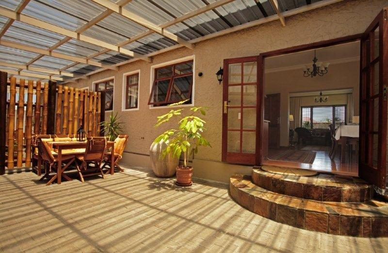 Namibia Swakopmund Meerkat Guesthouse Patio Iwanowskis Reisen - afrika.de