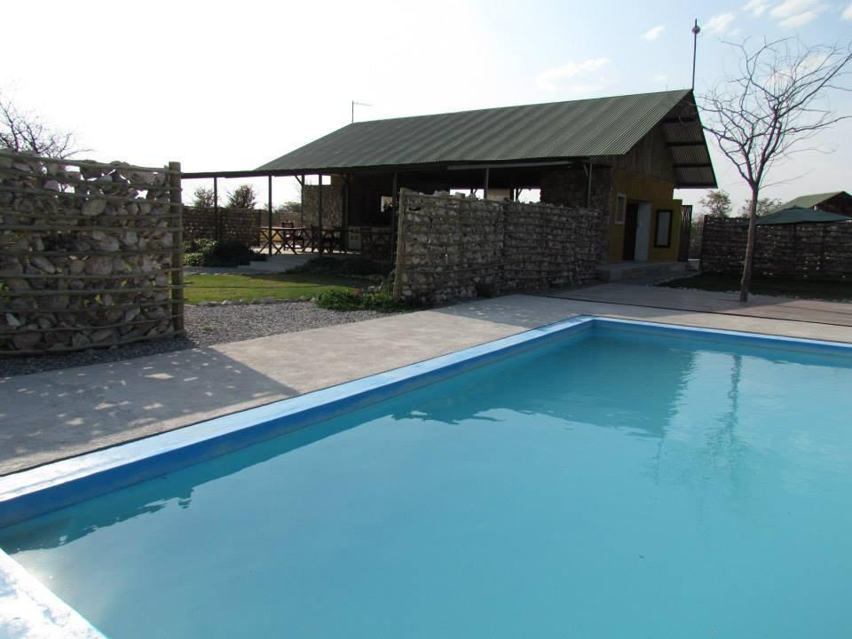 Namibia Etosha Mopane Village Lodge Pool Iwanowskis Reisen - afrika.de