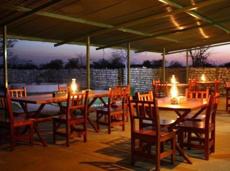 Namibia Etosha Mopane Village Lodge Terrasse1 Iwanowskis Reisen - afrika.de