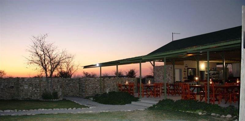 Namibia Etosha Mopane Village Lodge Terrasse Iwanowskis Reisen - afrika.de