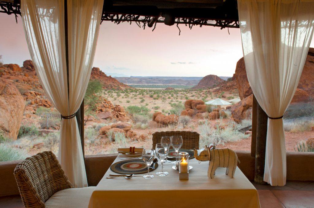 Namibia Twyfelfontein Mowani Mountain Camp Restaurant Iwanowskis Reisen - afrika.de