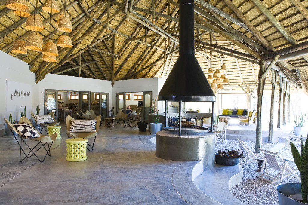 Namibia Etosha National Park Mushara Bush Camp Loungebereich Iwanowskis Reisen - afrika.de