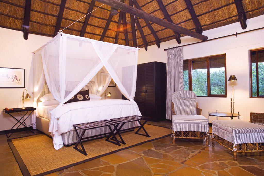 Namibia Etosha National Park Mushara Lodge Zimmer Iwanowskis Reisen - afrika.de
