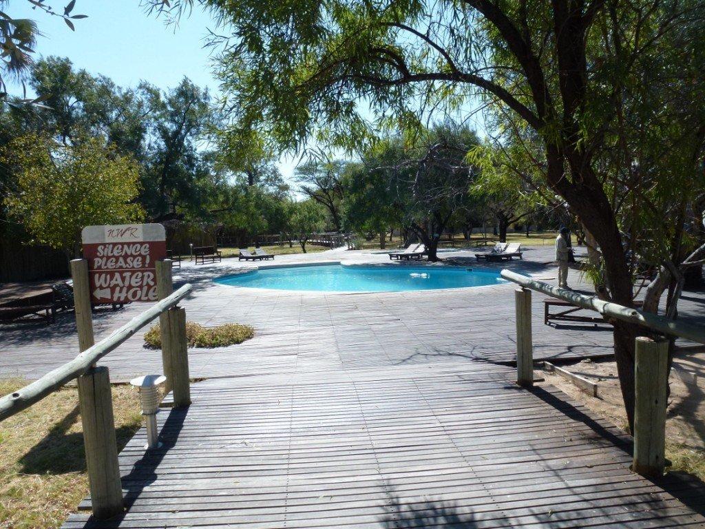 Namibia Etosha Nationalpark Namutoni Camp Swimming Pool Iwanowskis Reisen - afrika.de