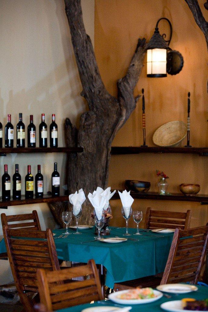Namibia Etosha Nationalpark Namutoni Camp Restaurant Iwanowskis Reisen - afrika.de