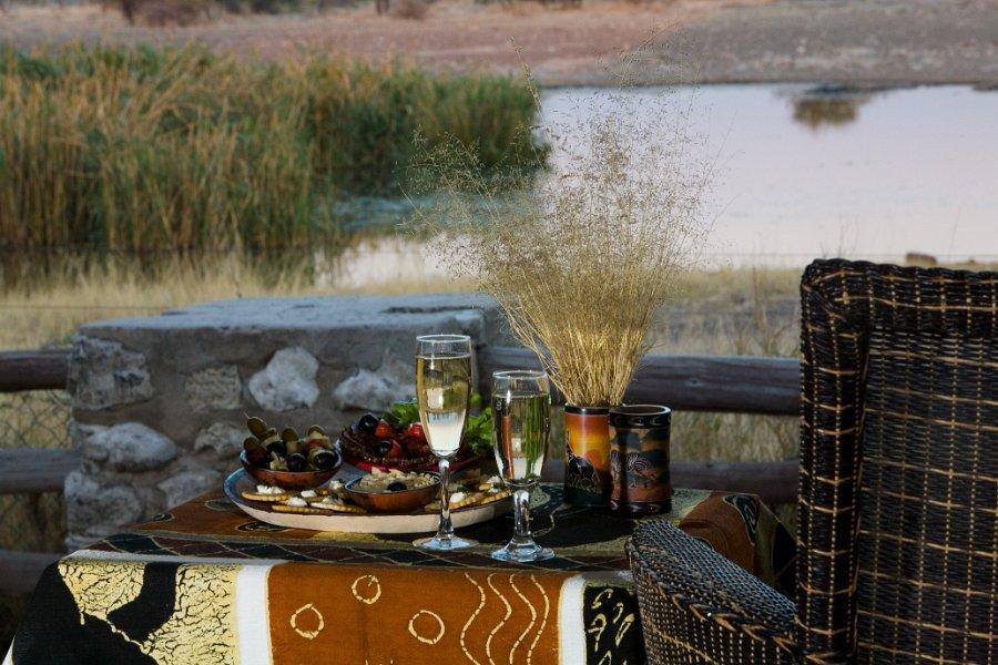 Namibia Etosha Nationalpark Namutoni Camp Wasserloch Iwanowskis Reisen - afrika.de