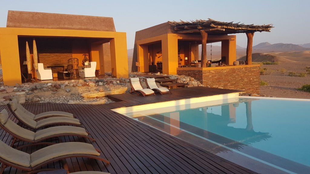 Namibia Kaokoveld Purros Okahirongo Elephant Lodge Pool Iwanowskis Reisen - afrika.de