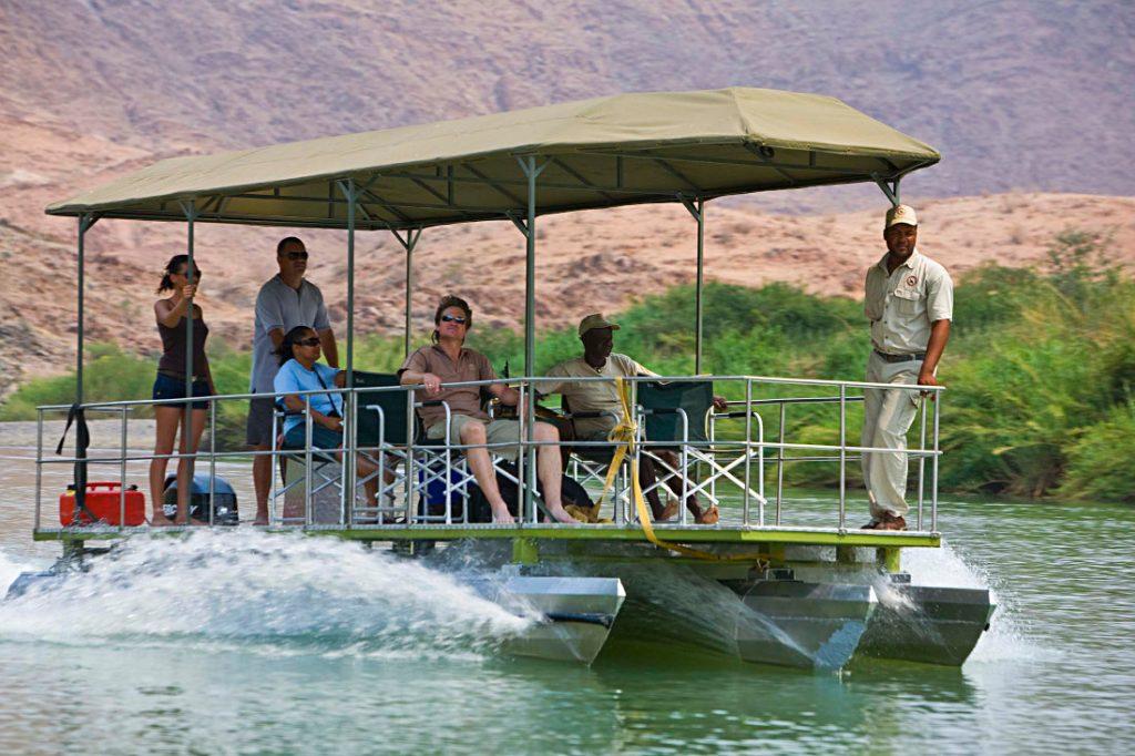 Namibia Kaokoland Kunene Okahirongo River Camp Bootsfahrt Iwanowskis Reisen - afrika.de