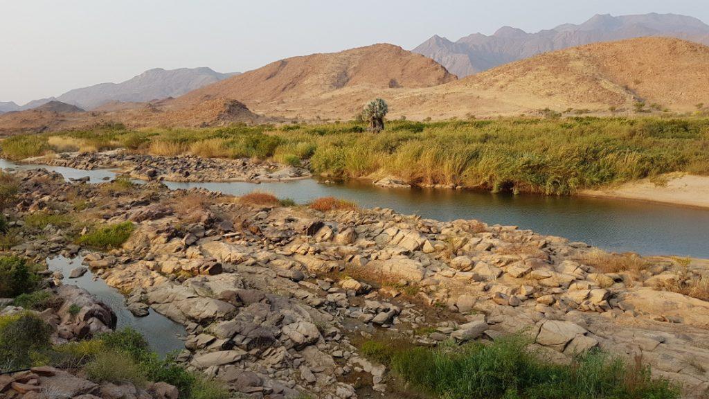 Namibia Kunenefluss Marienflus Okahirongo River Camp Landschaft Iwanowskis Reisen - afrika.de