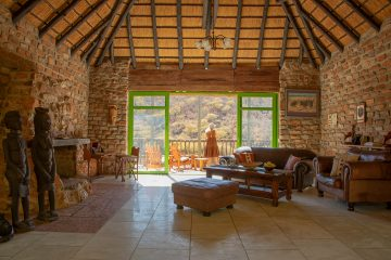 Namibia nahe Windhoek Okambara Elephant Lodge Berghaus Iwanowskis Reisen - afrika.de