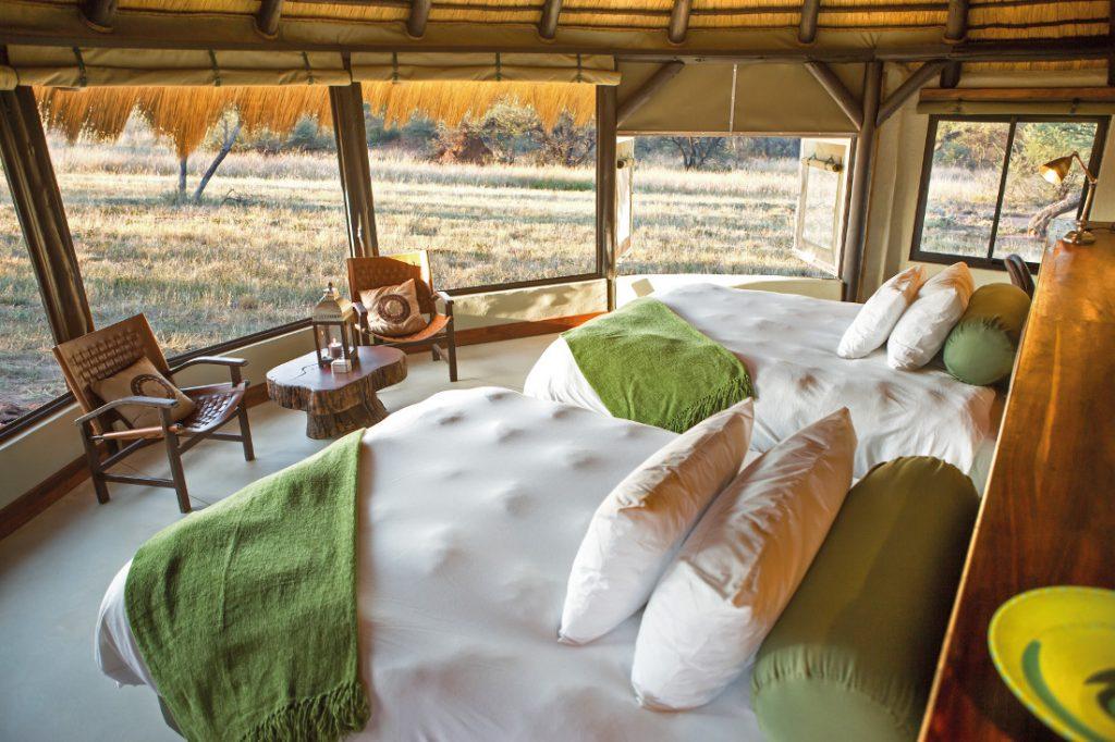 Namibia Otjiwarongo Okonjima Bush Camp Unterkunft Iwanowskis Reisen - afrika.de