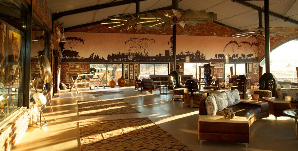 Namibia Okonjima Plains Camp Hauptbereich Iwanowskis Reisen - afrika.de