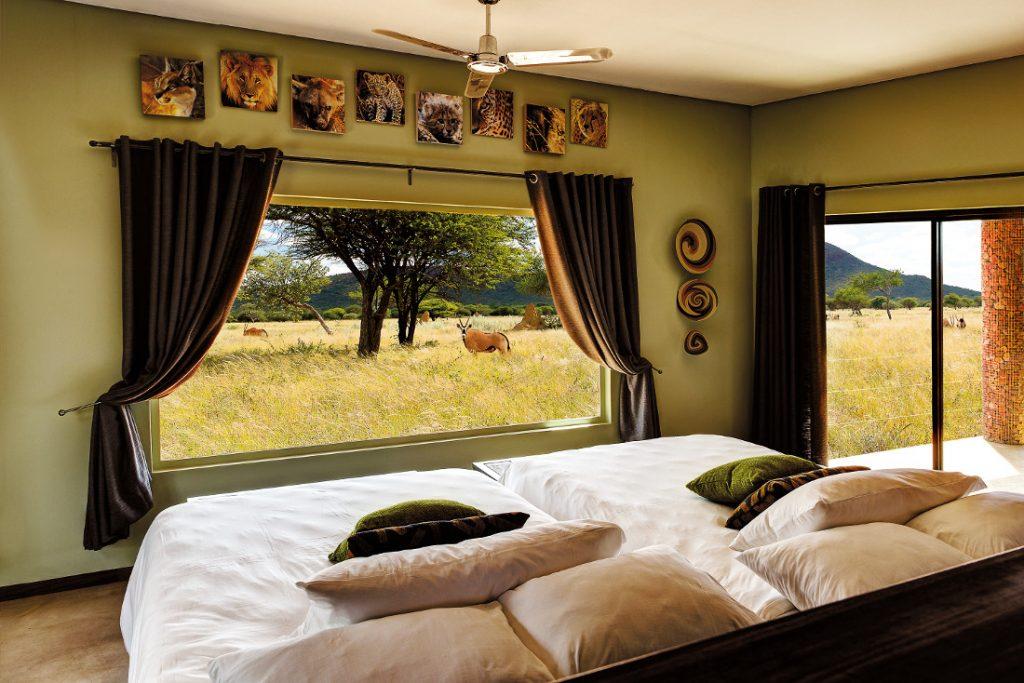 Namibia Okonjima Plains Camp Zimmer Ausblick Iwanowskis Reisen - afrika.de