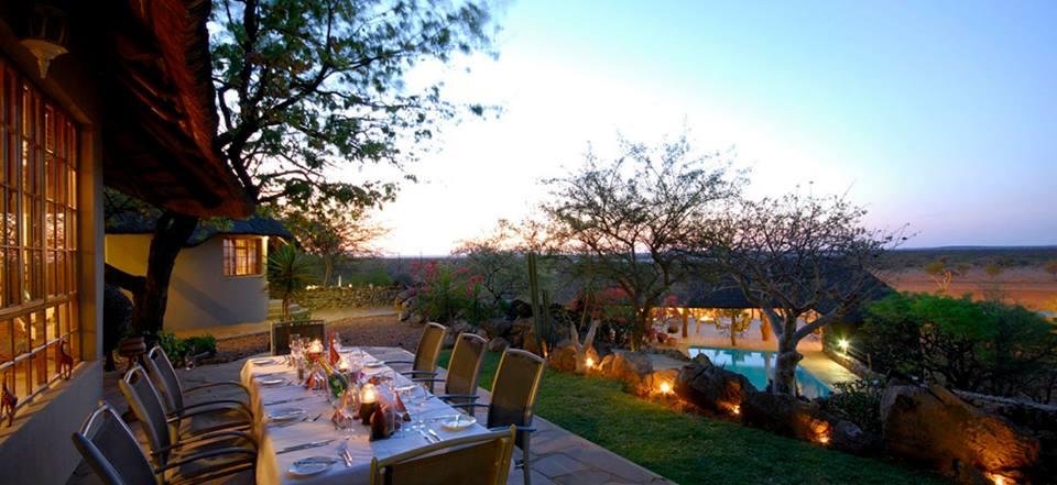 Namibia Etosha Okutala Lodge Terrasse Iwanowskis Reisen - afrika.de