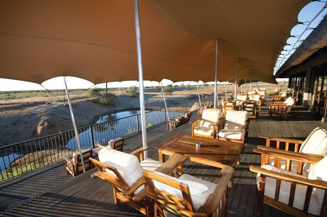 Namibia Erindi Game Reserve Old Traders Lodge Terrasse Wasserloch Iwanowskis Reisen - afrika.de
