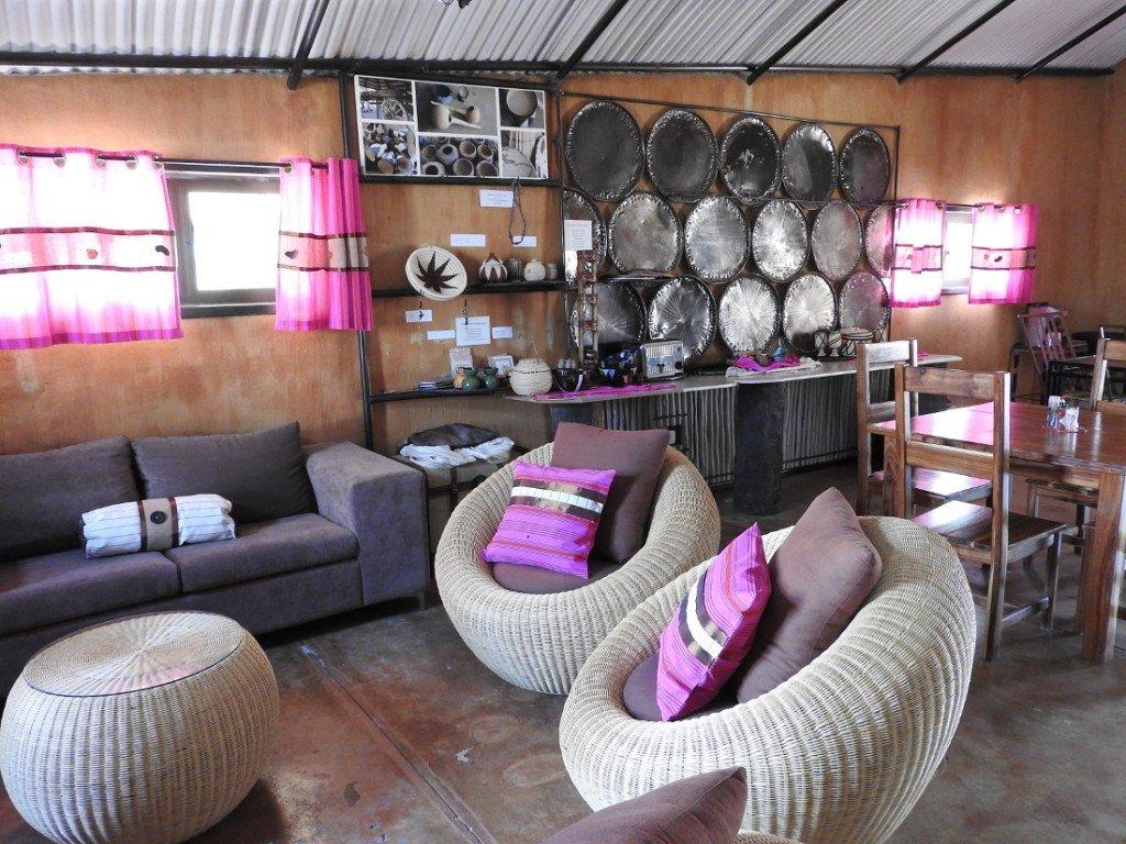 Namibia Owamboland Ongula Village Homestead Lodge Lounge Iwanowskis Reisen - afrika.de