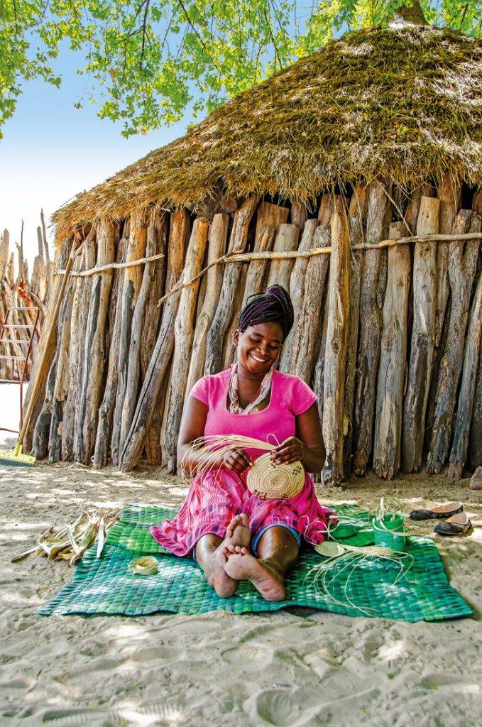 Namibia Ongula Village Homestead Ovambo Dorf Iwanowskis Reisen - afrika.de