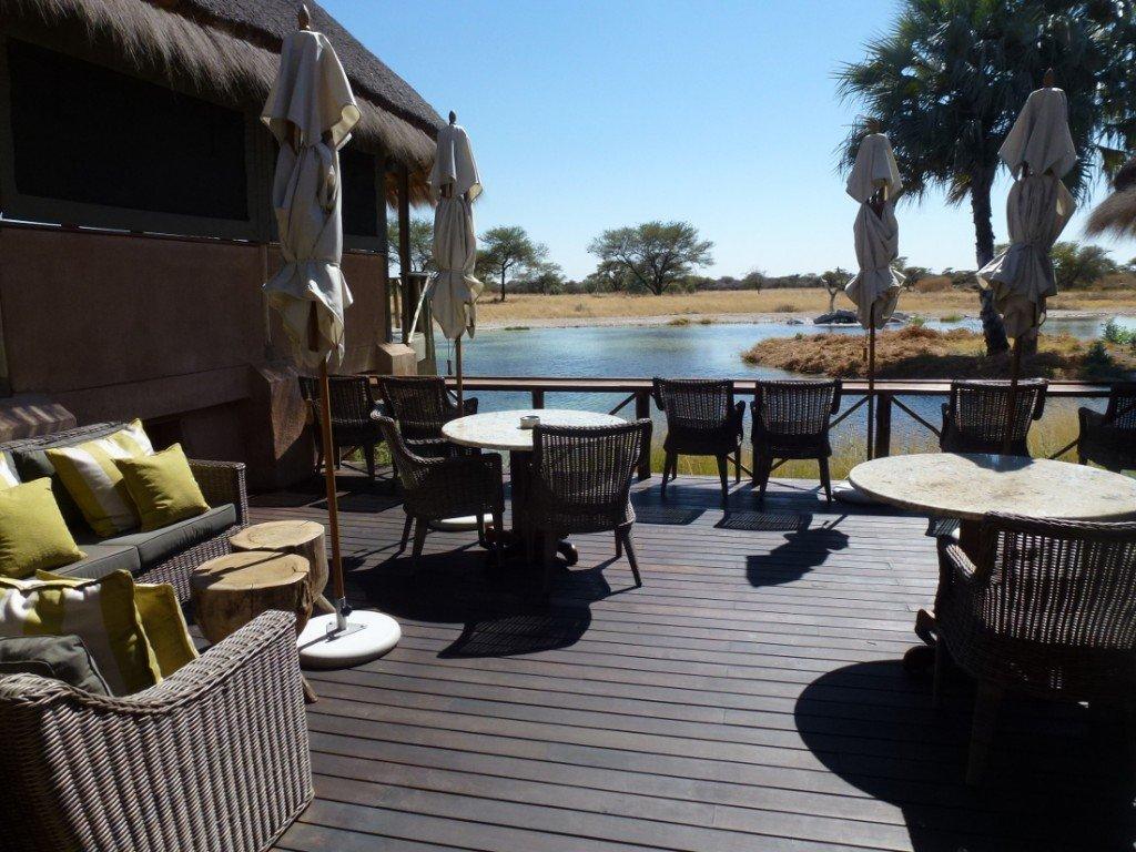 Namibia Etosha Onguma Bush Camp Deck Iwanowskis Reisen - afrika.de