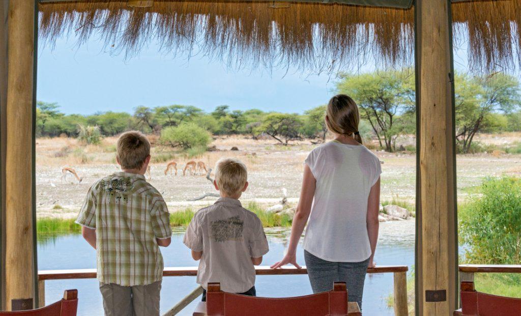 Namibia Etosha National Park Onguma Bush Camp Kinder 1 Iwanowskis Reisen - afrika.de