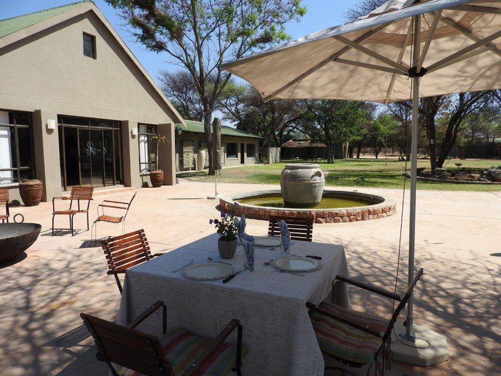 Namibia Waterberg Otjiwa Mountain Lodge Terrasse 1 Iwanowskis Reisen - afrika.de