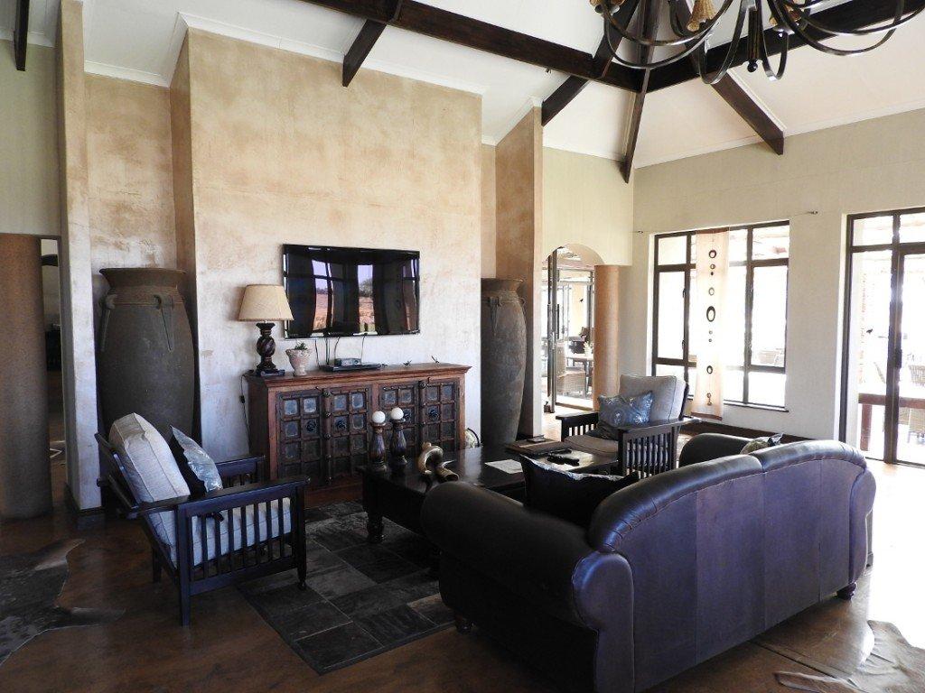 Namibia Waterberg Otjiwa Mountain Lodge Lounge Iwanowskis Reisen - afrika.de
