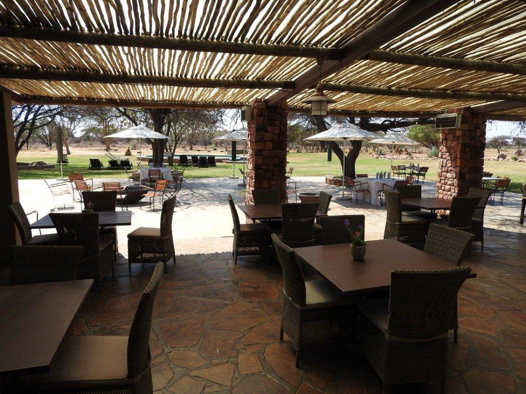 Namibia Waterberg Otjiwa Mountain Lodge Terrasse Iwanowskis Reisen - afrika.de