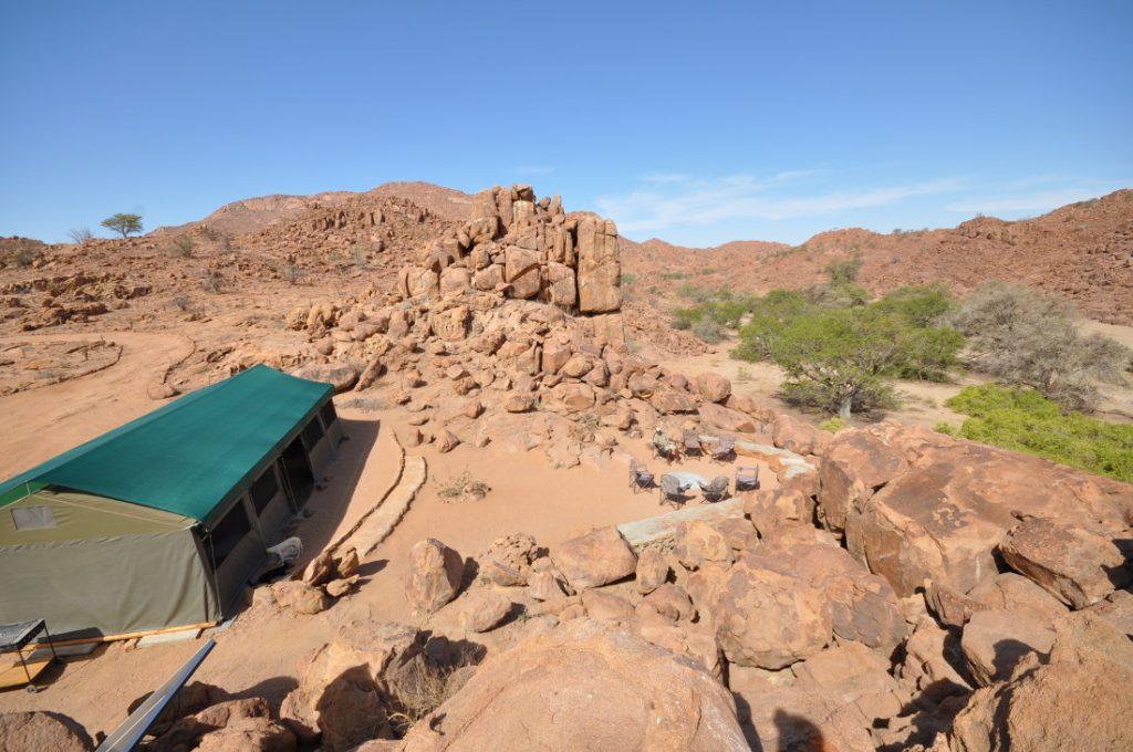 Namibia Ugab Fluss Ozondjou Trails Zeltcamp Hauptbereich Iwanowskis Reisen - afrika.de