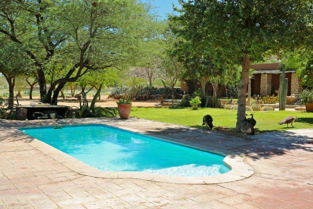 Namibia Solitaire Gästefarm Pool Iwanowskis Reisen - afrika.de