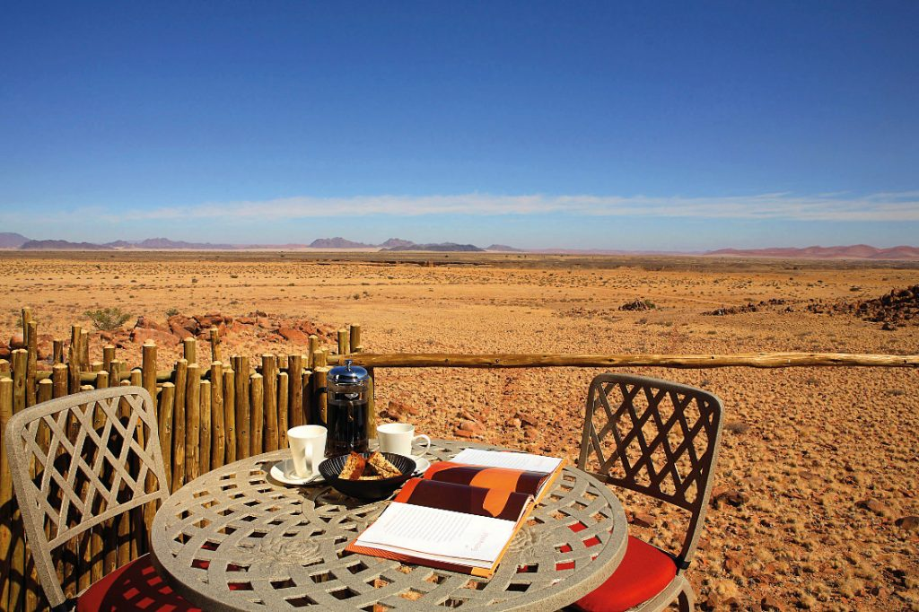 Namibia Naukluft Park Sossus Dune Lodge Ausblick Iwanowskis Reisen - afrika.de