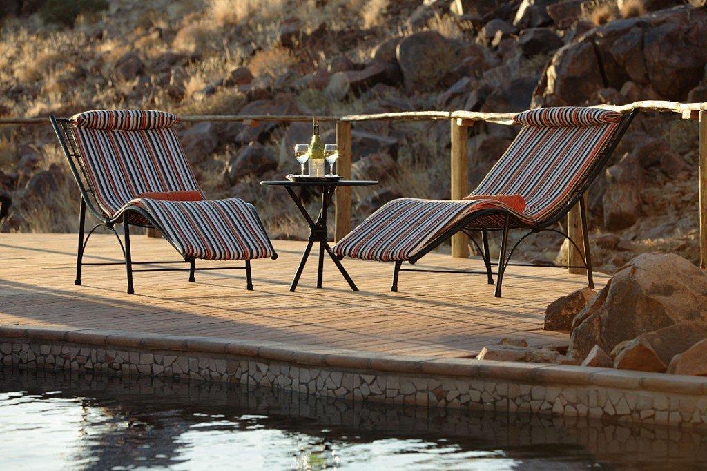 Namibia Naukluft Park Sossus Dune Lodge Swimming Pool Iwanowskis Reisen - afrika.de