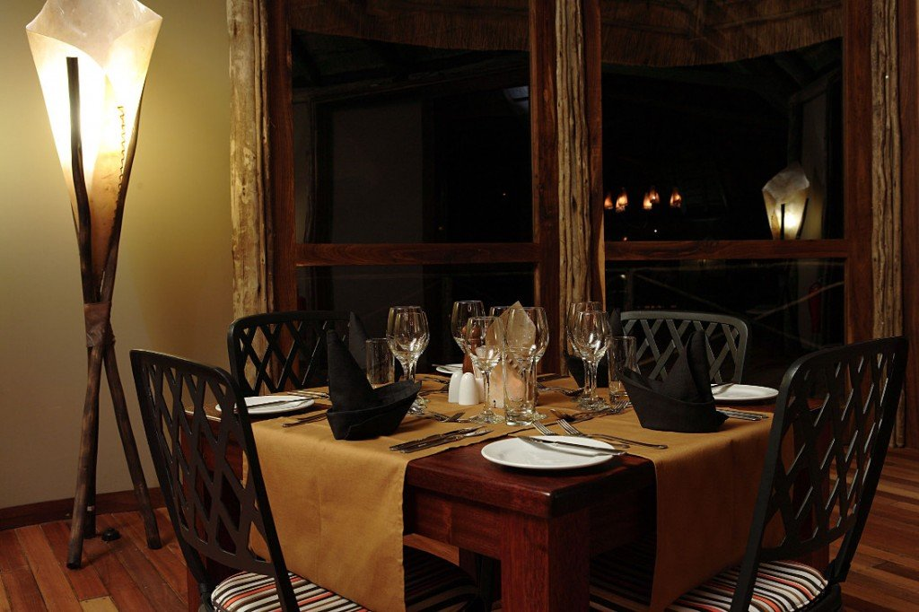 Namibia Naukluft Park Sossus Dune Lodge Restaurant Iwanowskis Reisen - afrika.de