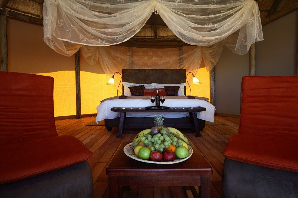 Namibia Naukluft Park Sossus Dune Lodge Zimmer Iwanowskis Reisen - afrika.de