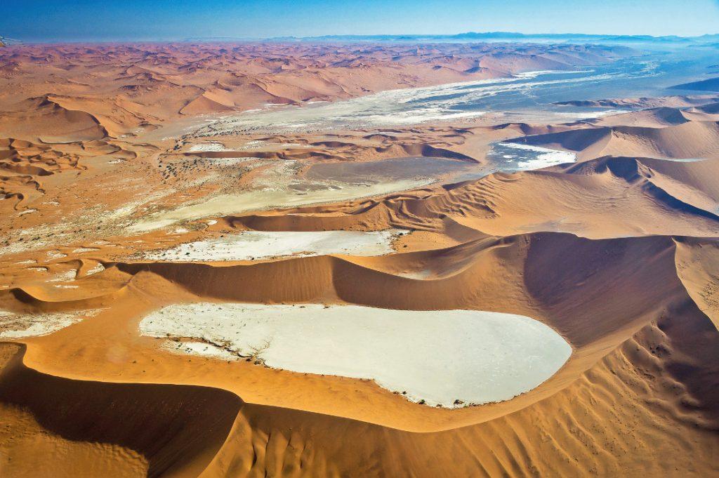 Namibia Sossusvlei aus der Luft Iwanowskis Reisen - afrika.de