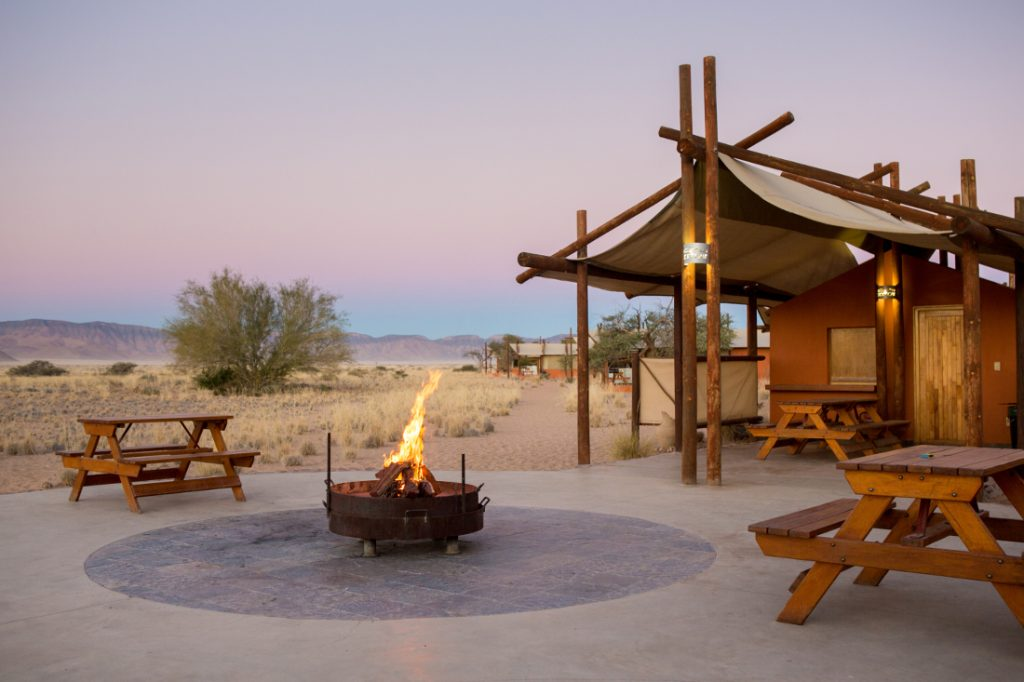 Namibia Sossusvlei Desert Camp Feuerstelle Iwanowskis Reisen - afrika.de