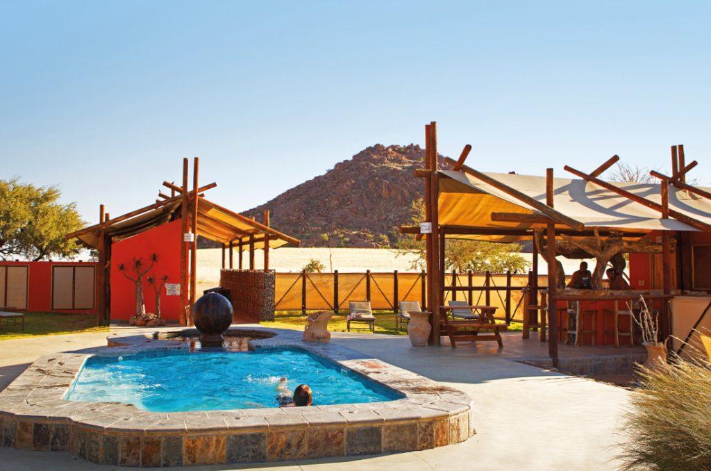 Namibia Sossusvlei Desert Camp Pool Iwanowskis Reisen - afrika.de