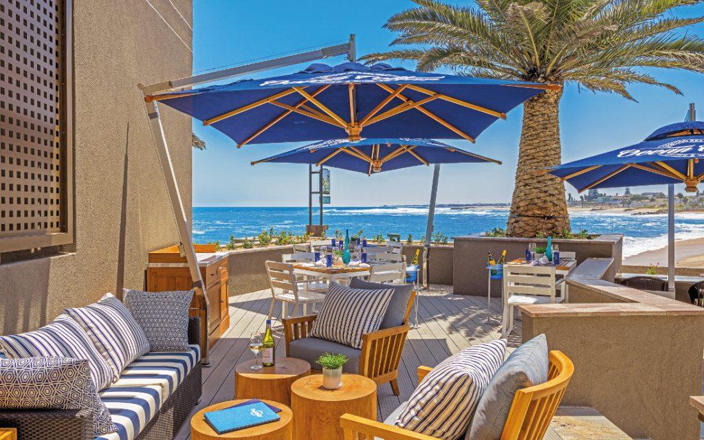 Namibia Swakopmund Strand Hotel Terrasse Iwanowskis Reisen - afrika.de