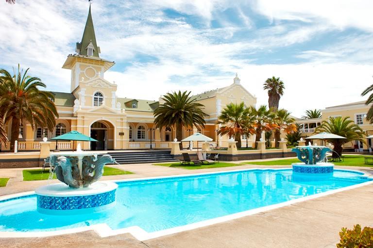 Namibia Swakopmund Hotel Pool Iwanowskis Reisen - afrika.de