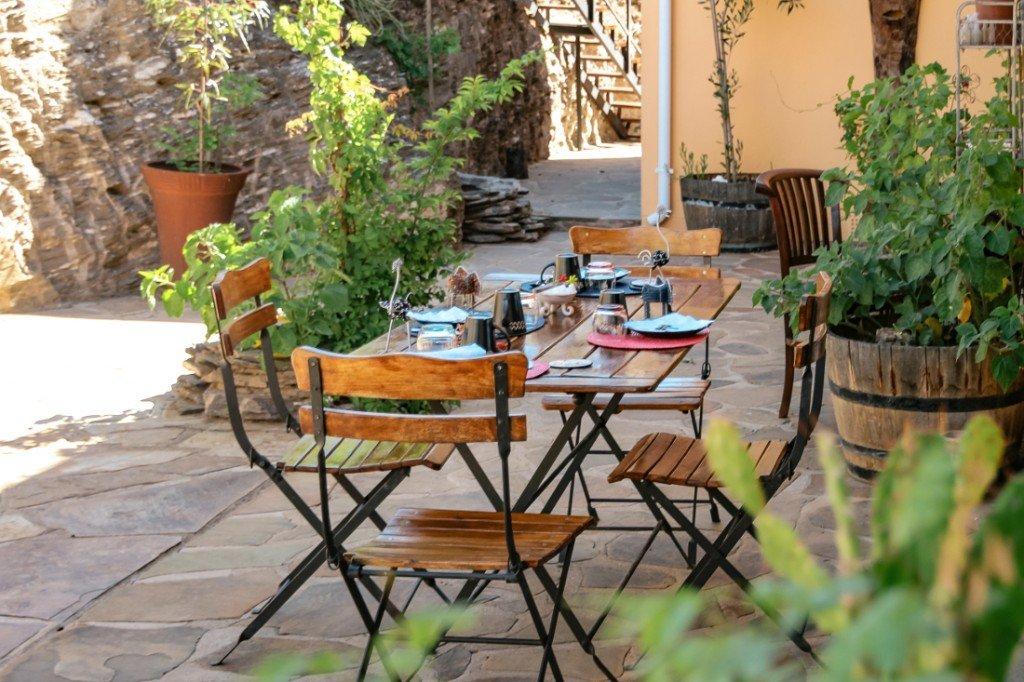Namibia Windhoek Ti Melen Frühstücksterrasse Iwanowskis Reisen - afrika.de